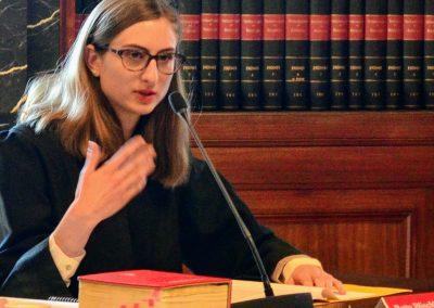 Anwältin argumentiert