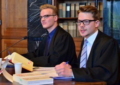 Anwälte in Verhandlung